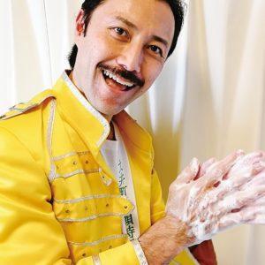 クイーンの名曲「ウィー・ウィル・ロック・ユー」のリズムでスベリーさんと手洗いしよう!