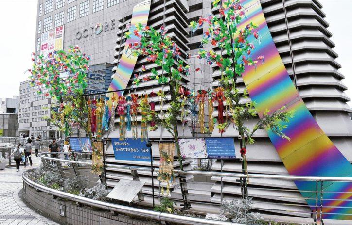 八王子駅前マルベリーブリッジに恒例の『七夕飾り』