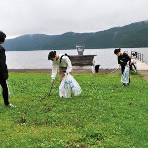 『箱根クリーン作戦』箱根のホテル3社の社員ら約80人が一斉清掃!夏シーズンを前にお出迎えの準備!