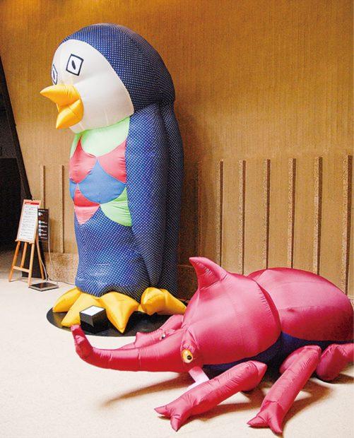 岡本太郎美術館で奇想天外な風船たち屋外にも出現「空気膜造形シリーズ」の高橋士郎さん
