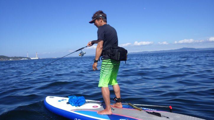狙うは金アジ! 釣った魚をその場で食す。手ぶらで行く「SUPフィシング」ツアー 【横須賀市走水】