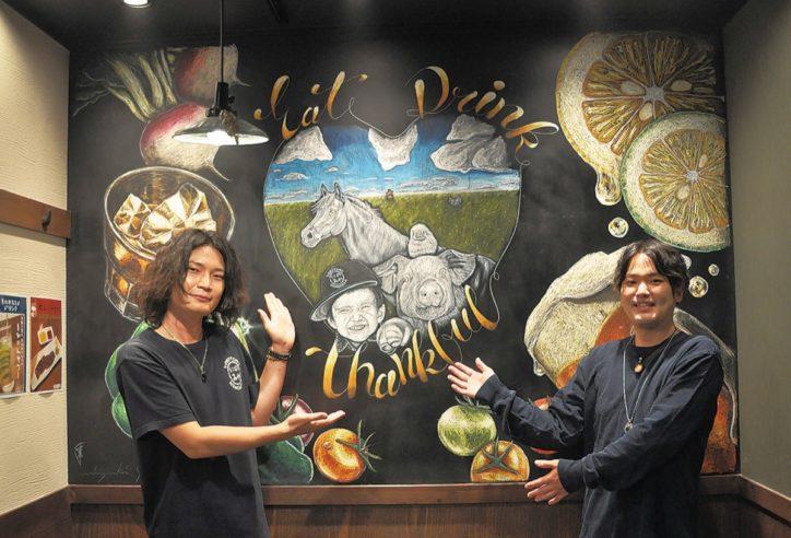 野比の飲食店に大型作品「食材に感謝」チョークで表現