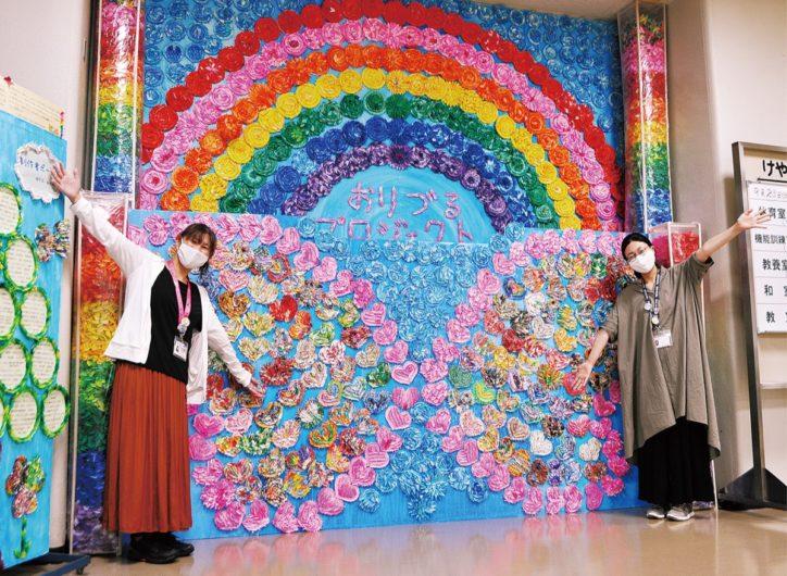 20万羽の折り鶴で壁画アート展示中@けやき体育館【相模原市中央区】