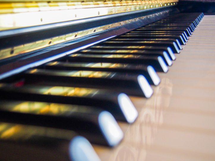 【2月7日まで中止】横浜・馬車道で「ストリートピアノ」あなたも一曲いかが?