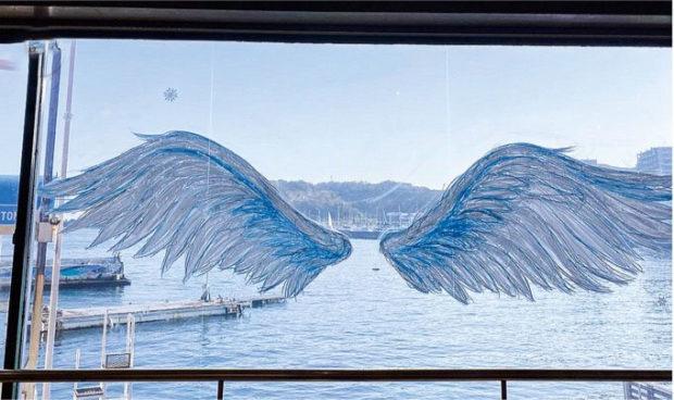 パン屋さんのイートインに「Xmas」アートずらり@横須賀市東浦賀