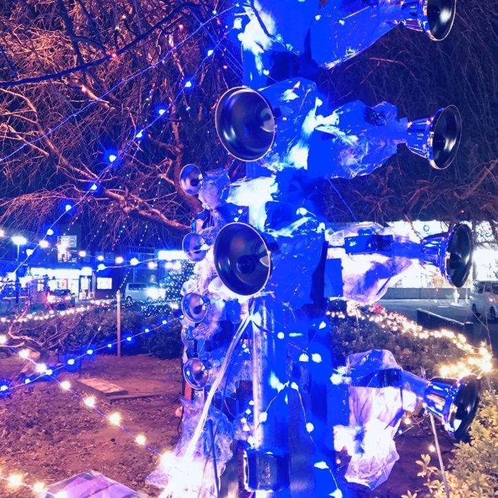 六会日大前駅にもクリスマスの音色と光