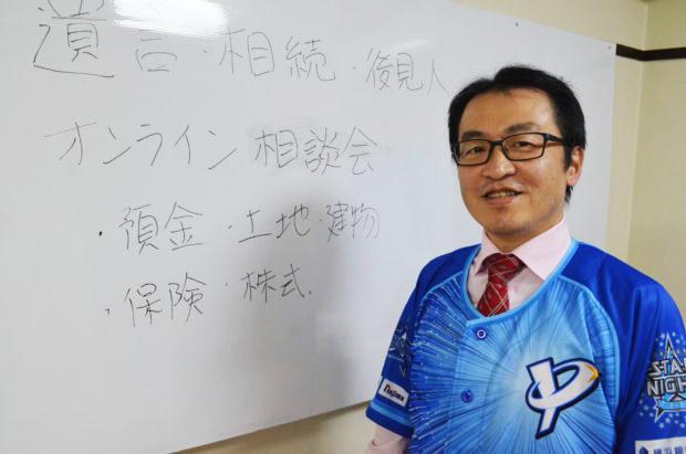 ベイスターズのユニフォームを着る浅川理事長