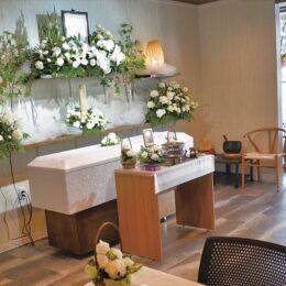 家族葬は専門のホールへ 「家族葬テラス二俣川斎場」で周囲を気にせずゆったりとした別れのひと時を【横浜市旭区】