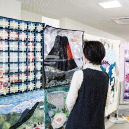 【秦野市 北公民館】3月4日までパッチワークキルト作品展 テーマは「早春の富士」と「おひなさま」