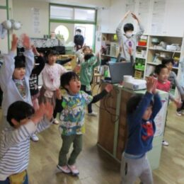 横浜市南区の保育園・幼稚園児の体操写真展「あつまれ!みなっちげんきっず」33園、683人の園児が参加