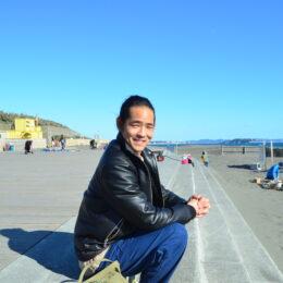 <特別インタビュー>Ryu Ambe(リュウ アンベ)さんが描く、茅ヶ崎の魅力をギュッと詰め込んだポップアートな世界とは?