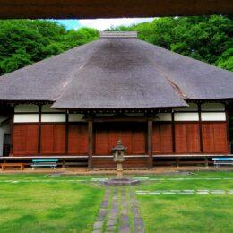 横浜・港北区「西方寺」を訪ねてみた。アヤメ、彼岸花、蝋梅、桜に癒され、市指定文化財の山門や本堂に歴史を想う