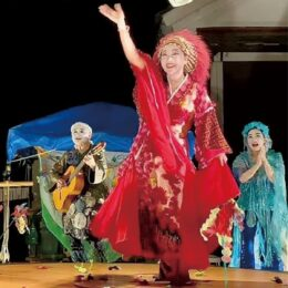 【入場無料投げ銭で】360度回転する円形舞台で演じる「現代神楽劇」@横須賀市役所前公園
