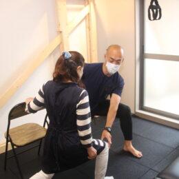 【体の痛みを改善するパーソナルトレーニング】横浜桜木町「FUJIGYM」で運動から腰や肩・膝の悩みを解決!