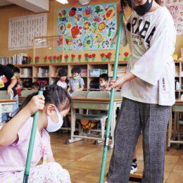「1年1組」の隣も「1組」 茅ヶ崎市立香川小が教室を配置転換