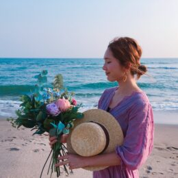 「お花を一輪でも救いたい!廃棄花に新たな〝命〟を」 フラワーキャンドルデザイナー安永かおりさん