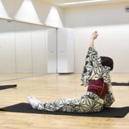【Jリーグ川崎フロンターレ】フットサルコート・フロンタウンさぎぬまの「日本舞踊 de エクササイズ」和の所作で健康的な身体づくり!