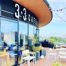 青空広がるカフェでのんびり♪ 江の島と富士山を一望する「3+3CAFE」