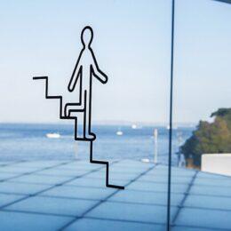 横須賀美術館「ビジュツカンノススメ」企画展グラフィックデザイナー廣村正彰氏よこすかくんも登場