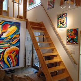 神奈川県・秦野市の貸しギャラリー「ギャラリーme」に新たな魅力!懐かしのレコードの音色と絵画に包まれた癒しの空間に