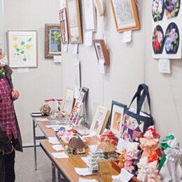 手芸や工芸などの力作が並ぶ「趣味の作品展」<多摩区老人クラブ連合会>@川崎市・多摩市民館